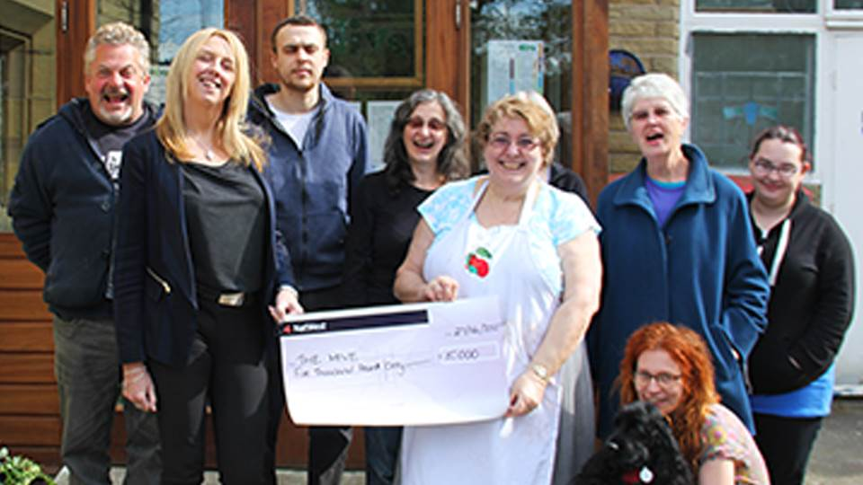 Virtual College donates £5,000 to local community arts charity
