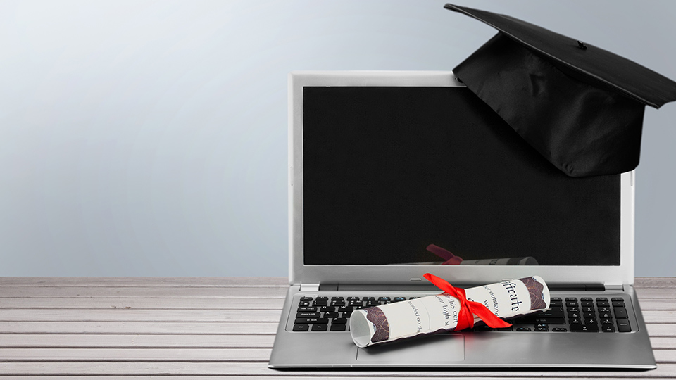 Stanford University free e-learning online degree attracts thousands