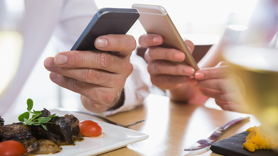 The real impact of instant restaurant reviews
